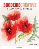 Fleurs textiles embellies