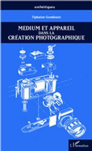 Medium et appareil dans la création photographique